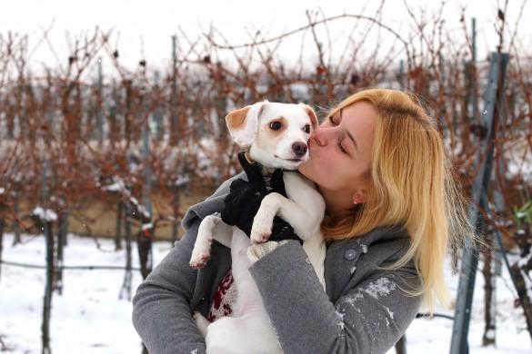Hellopippa Mädchen blond mit ihrer Jack Russell Hündin Pippa