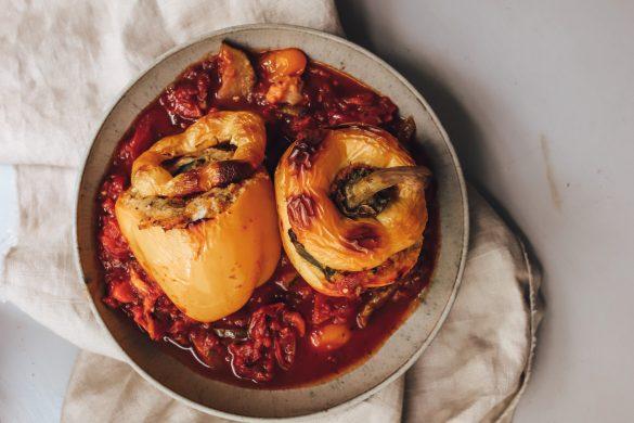 Vegan gefüllte Paprika mit Gemüsepolenta